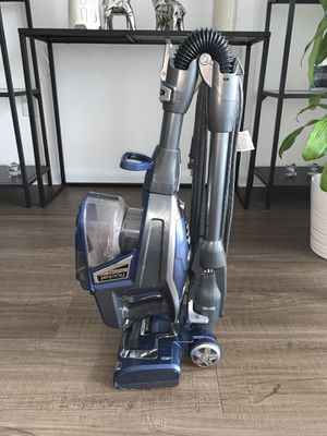 Rocket Deluxe pro shark vacuum for Sale in Miami, FL