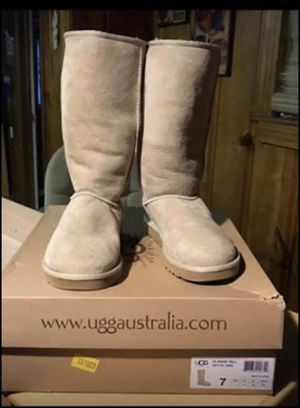 Boots for Women's brand UGG size 7 for Sale in Fort Worth, TX
