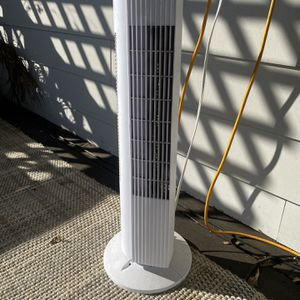 """TWO Pelonis 28"""" 3-Speed Oscillating Tower Fans, FZ10-19MW, White for Sale in Nashville, TN"""