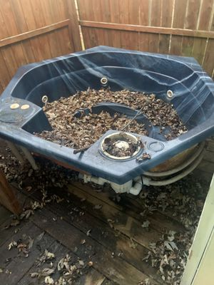Hot tub SHELL for Sale in Bloomington, IL