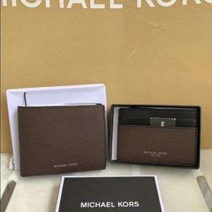 Michael Kors Mens Warren Business Card Holder/Wallet Leather Brown NWT serious inquires only please Low offers will be ignored Pick up only Pick u for Sale in Whittier, CA