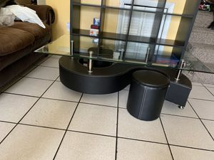 Glass coffee table with 2 mini stools for Sale in Miami, FL