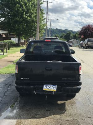 1998 Chevy s-10 ls v4 2.2L great truck 2nd piston is blown automatic transmission for Sale in McKeesport, PA