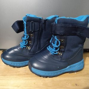 Kids Snow Boots Size 9 for Sale in Bell Gardens, CA