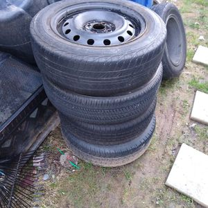 Free Set Of Tires And Wheels for Sale in Issaquah, WA
