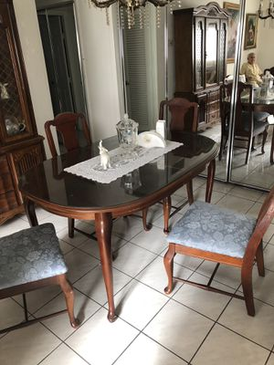 Antique Dining set with 4 chairs in wood for Sale in Miami, FL