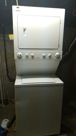 Kenmore GAS GAS GAS Heavy Duty Stacked Washer and Dryer for Sale in Northwest Plaza, MO