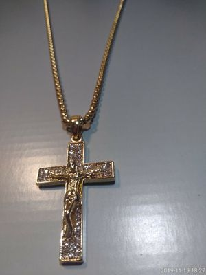 Diamond cz cross pendant and chain for Sale in Houston, TX