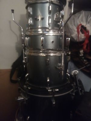 Pearl roadshow drum set drums and hardware, no cymbals for Sale in City of Industry, CA