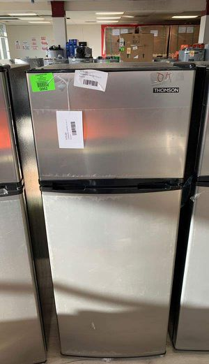 THOMSON TFR725 7.5 cubic feet TOP FREEZER FRIDGE V3IF for Sale in Ontario, CA