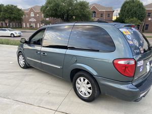 2006 Chrysler town and country handicapped for Sale in Dallas, TX