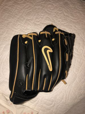 Nike baseball glove for Sale in Los Angeles, CA