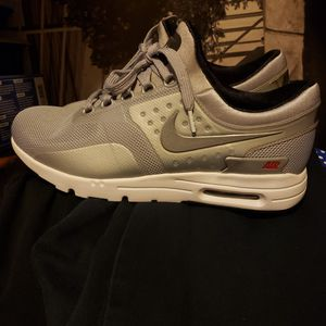 NIKE AIR MAX ZERO WOMENS for Sale in Spring Valley, CA
