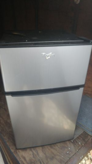 6 months old mini fridge for Sale in Onawa, IA