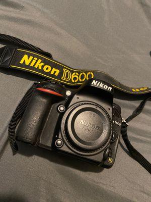Nikon D600 Full Frame Camera for Sale in Tempe, AZ