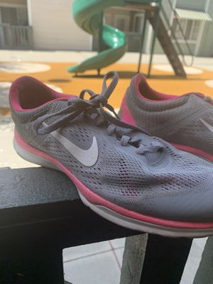 NIKE WOMENS TRAINING SHOES (SEASON 5) for Sale in San Jose, CA