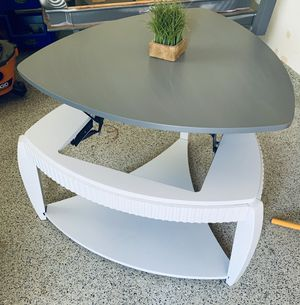 1 Beautiful Gray & White Lift Top Coffee Table! for Sale in Lancaster, CA