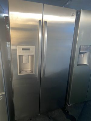 $649 Kenmore Stainless steel side-by-side refrigerator with delivery in the San Fernando Valley for Sale in Los Angeles, CA