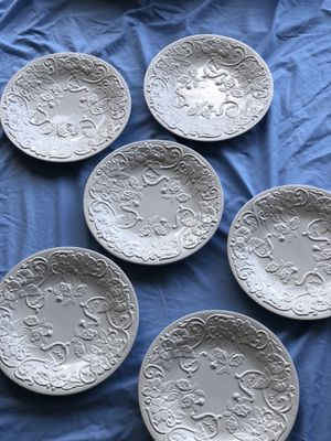 Set of 6 beautiful ivory ceramic plates. They have textured pattern. for Sale in Riverview, FL