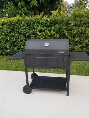 BBQ charcoal grill for Sale in Miami, FL