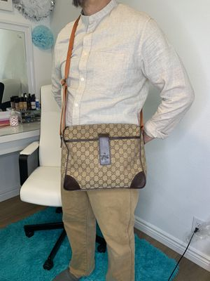 Authentic Gucci GG Canvas Body Bag Unisex for Sale in Sacramento, CA