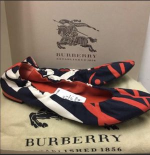 Burberry Authentic New Flats ( good who's size is 9) for Sale in Lincolnwood, IL