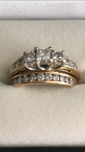 Diamond Ring with Wedding band Set for Sale in Sebastian, FL
