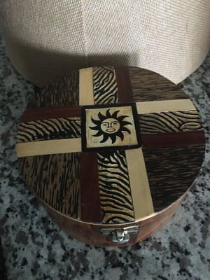 """7""""Wx3""""H Round Wooden box for Sale in Sarasota, FL"""