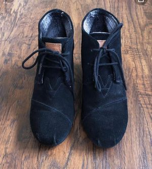 Toms Desert Wedge Booties Lace Up Black Suede - Toms size 8 women for Sale in Las Vegas, NV