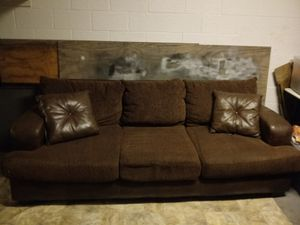 Brown couch for Sale in Kissimmee, FL