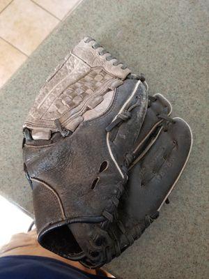 """12"""" Easton baseball softball glove broken in for Sale in Bellflower, CA"""