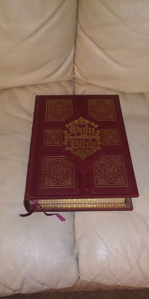 King James Bible , with study helps. for Sale in Dacula, GA