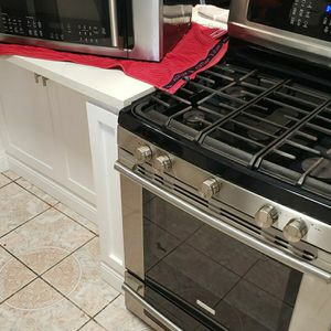 Range (Stove) And Microwave/Oven Set. for Sale in Compton, CA