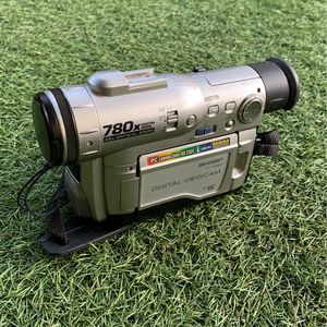 Sharp Digital Viewcam 780x Digital Zoom for Sale in Los Angeles, CA