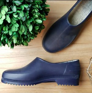 Umo Size 42 Rain Shoes Fits Womens 10-10.5 for Sale in Redmond, WA
