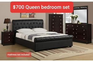 Queen bedroom set. mattress not included for Sale in Hacienda Heights, CA
