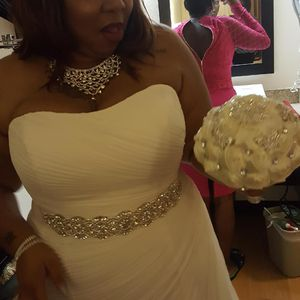 Gorgeous Ivory Wedding Gown for Sale in Alexandria, VA