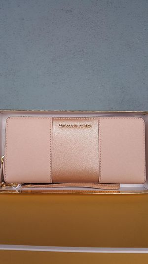 New Authentic Michael Kors Large Light Pink Blush Wallet With Rosegold 💖💖 for Sale in Commerce, CA