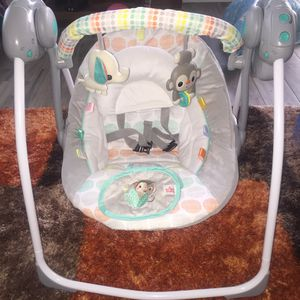 Baby swing (Bright stars) for Sale in Los Angeles, CA