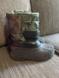 Toddler Size 9 Snow Boots Good For Boy Girl for Sale in Carson,  CA