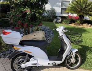 Electric Scooter Moped AmericanElectric NO LICENSE Requiered for Sale in Miami, FL