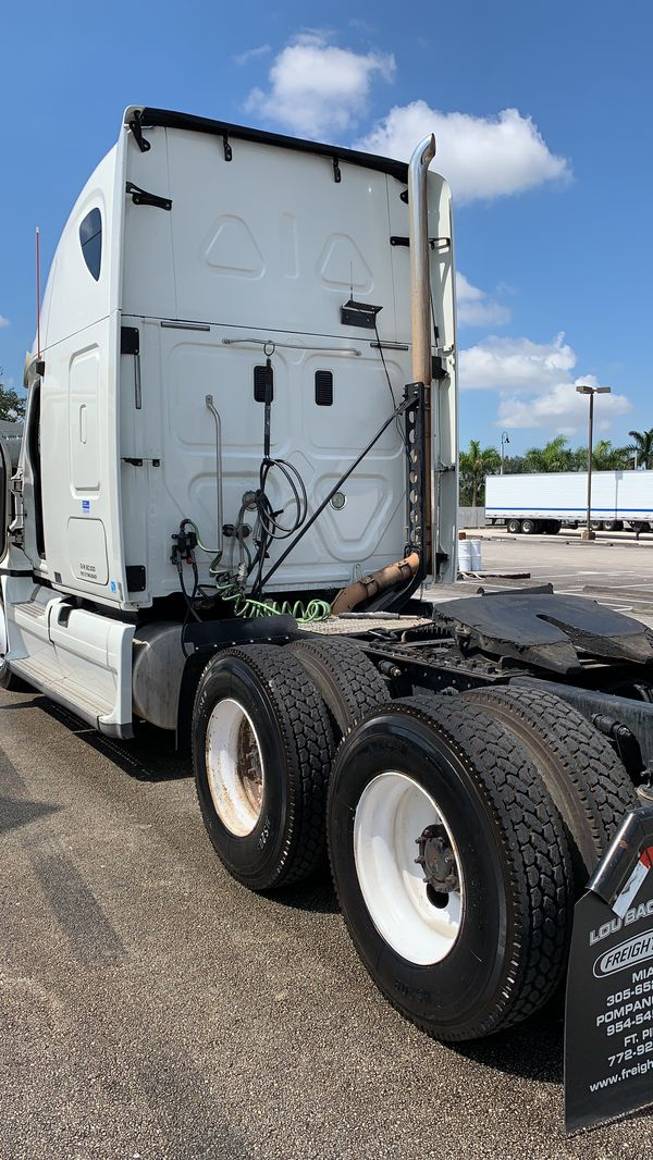 Freightliner Cascadia 2011 low miles