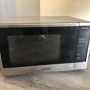 Black and Silver Large Panasonic 1100 Watt Microwave for Sale in St. Petersburg, FL