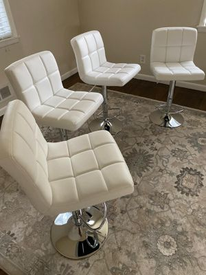 Set of 4 white chairs bar stools new in box for Sale in Clifton, NJ