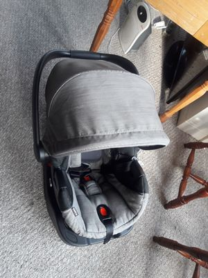 Britax B-safe 35 infant car seat with base for Sale in West Hartford, CT