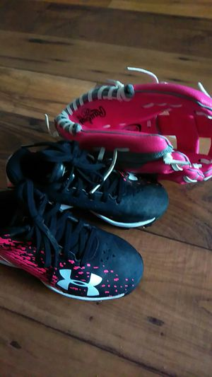 Pink girl cleats size 10 and matching glove for Sale in Las Vegas, NV
