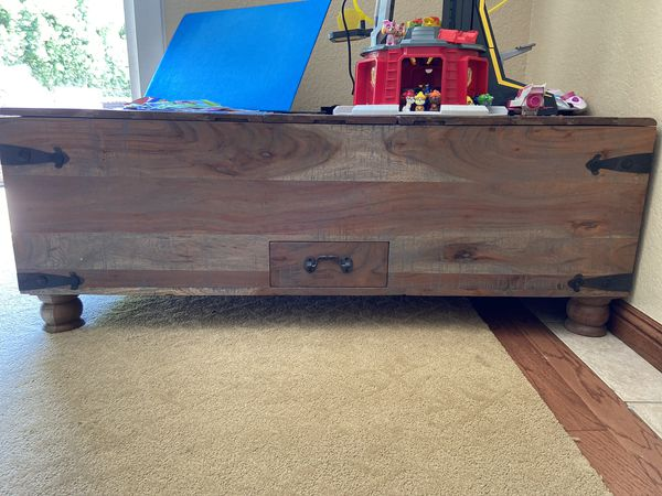 Beautiful custom coffee table and matching end table tons of storage
