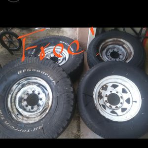 "Free Ford 8lug. 16""x6.5 rims. Free come get them Must take all. for Sale in Port Richey, FL"