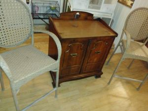 Beautiful antique wine bottle cabinet and barstools for Sale in Henderson, NV