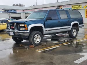 1995 GMC 1500 part out w/ 350 motor and 4x4 transmission and suspension for Sale in Beaumont, CA
